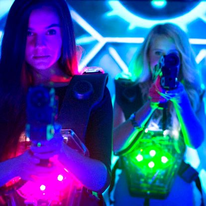Nejmodernější laser game aréna: hra pro 1 či 2 os.