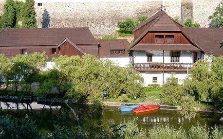 Jindřichův Hradec v Penzionu U Tkadlen přímo pod hradem se snídaní či polopenzí