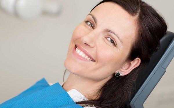 Bezperoxidové bělení zubů: zesvětlení až o 4 odstíny