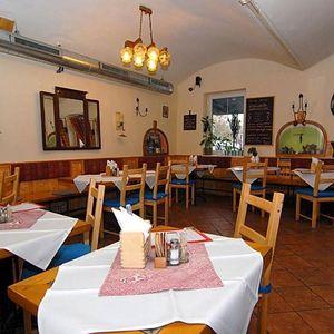 Praha: pobyt se snídaní nebo polopenzí pro 2-4 osoby na 1 či 2 noci