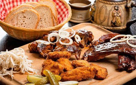 Prkno plné masa: žebra, křídla a banketní řízečky