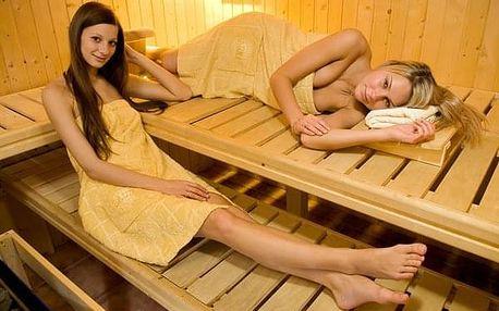 Privátní wellness pro 2 osoby na 60 nebo 120 minut: vířivka, sauna + sekt