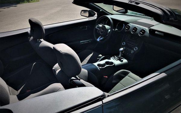 Ford Mustang kabriolet na den3