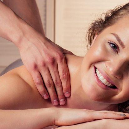 Konopná masáž zad a reflexní masáž chodidel