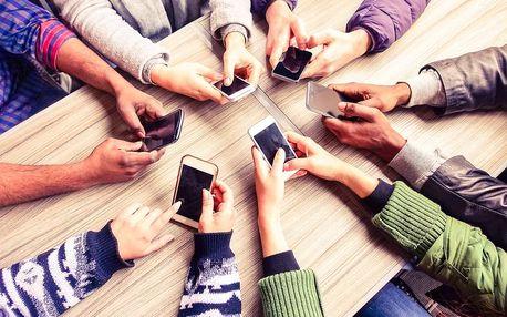Vychytávky pro smartphone: různé náramky či adaptéry
