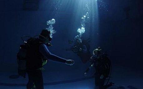 ZÁSNUBY pod vodou. Požádej ji o ruku v hloubce 7 metrů!