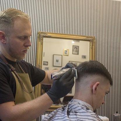 Úprava vousů a vlasů v Barber Shopu