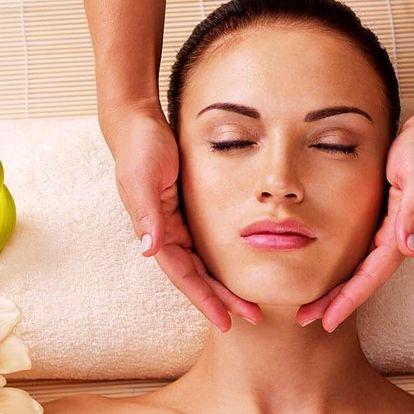 Masáž nohou včetně peelingu + kosmetická masáž
