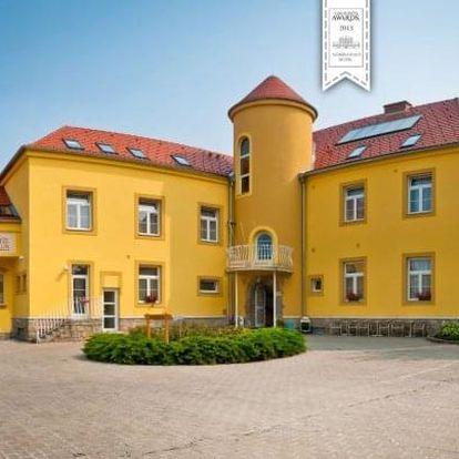 Jižní Morava ve valtickém Hotelu Apollon *** s polopenzí a posezením ve sklípku