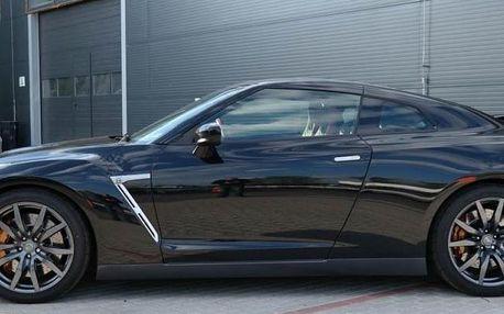 Jízda na letišti v supersportu Nissan GT-R