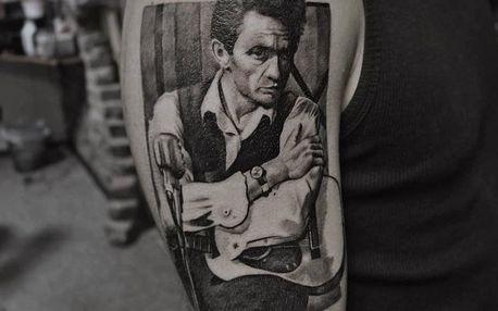 Nové tetování s motivem v profesionálním studiu Bronx Ink