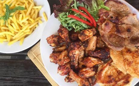 Hostina pro partu přátel: 1,6 kg masa a hranolky