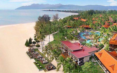 Až 12 nocí v 5* resortu na Pantai Cenang s polopenzí