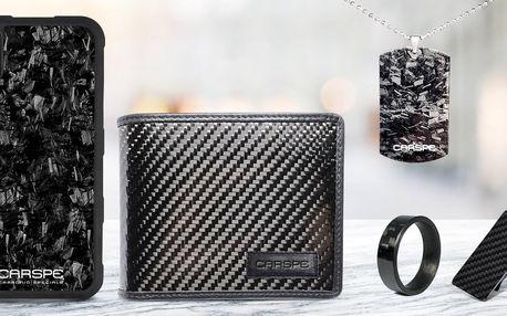 Doplňky z karbonu: peněženka, prsten i spona