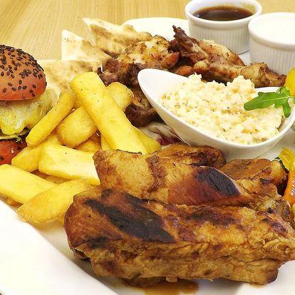 Masové prkno: kuřecí křídla, žebra i miniburgery